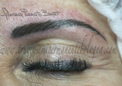 Microblading permanent tattoo piercing shop peletto tecnica Bologna