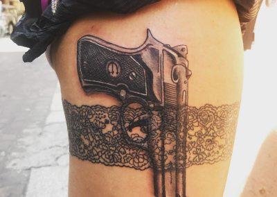 Tattoo Bologna franziskaevengelista pistola Wonderland ink